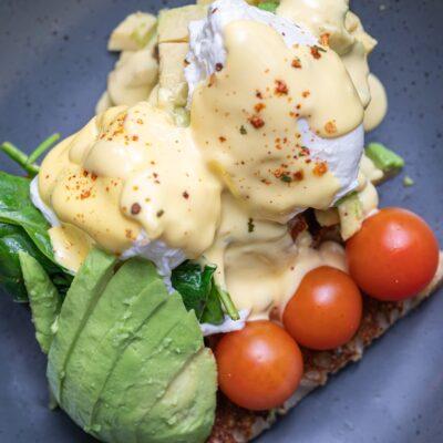 Egg Benedict With Avocado Sunday Breakfast Places Bella Vist